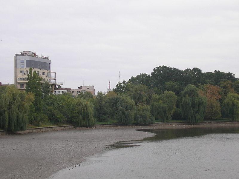 800px-Lacul_Băneasa_(est);_oct_2007