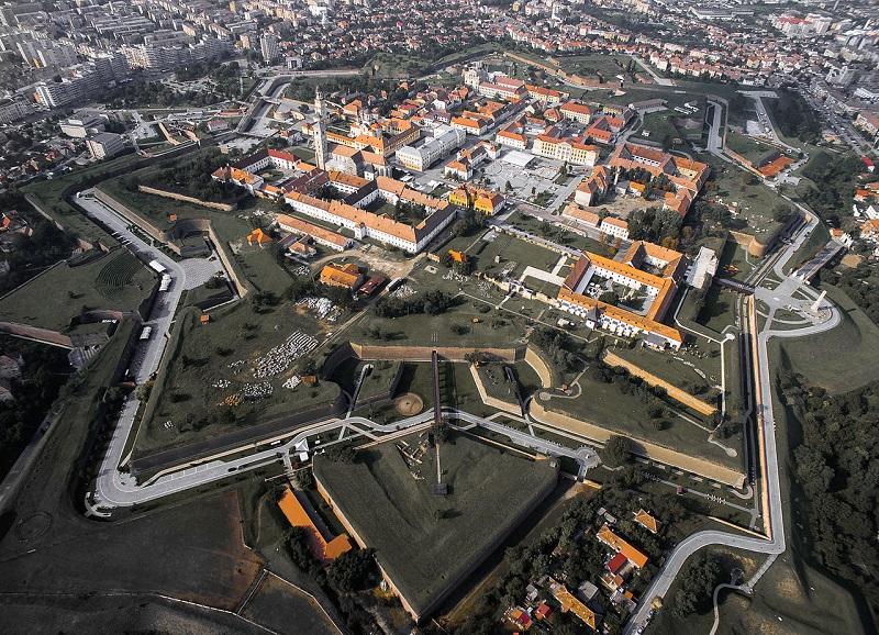 Cetatea_Alba_Iulia_din_aer_toamna (1)