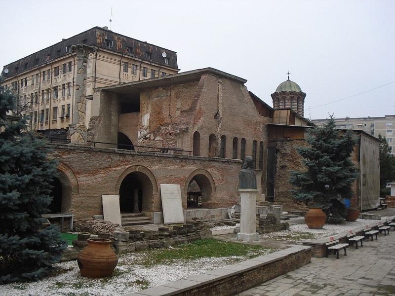 1280px-Curtea_Veche-Bucharest