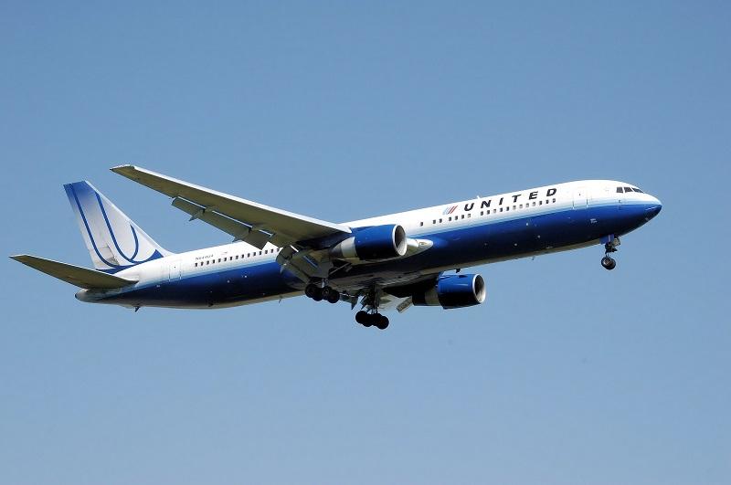 airplane-744865_1920