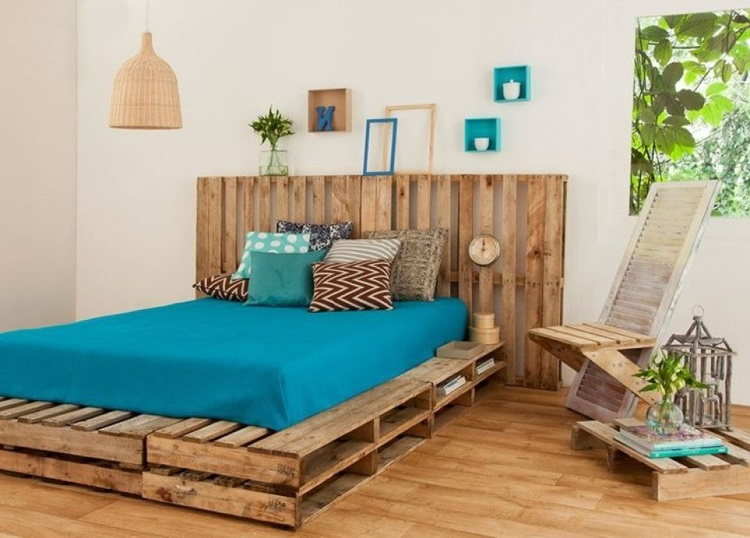 DIY-pallet-furniture-platform-bed-headboard