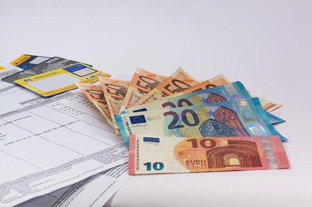money-1439125_640